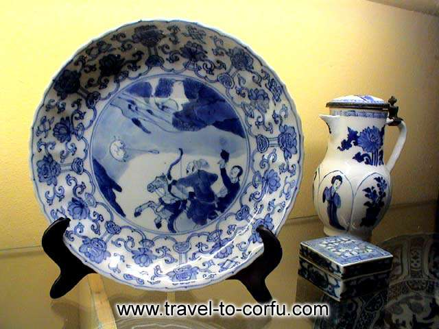 MUSEUM OF ASIAN ART - A porcelain plate and a vase with paintings